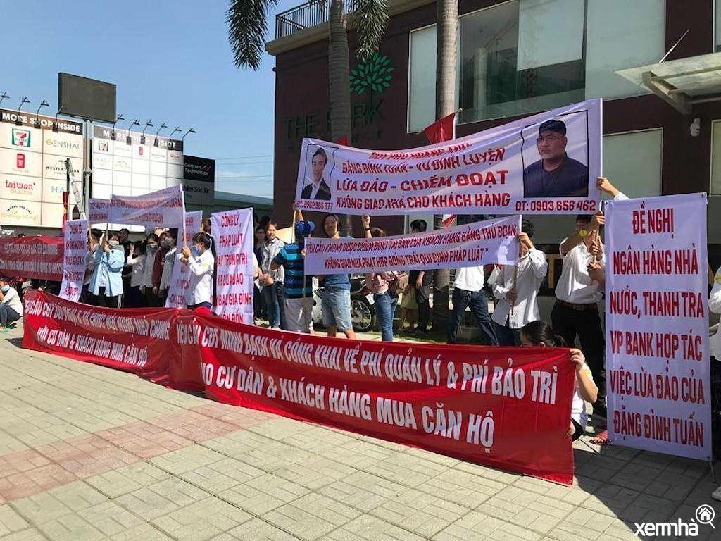 Người dân biểu tình phản đối